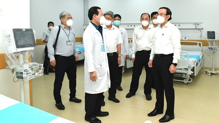 HCMC leaders visit newly opened Covid-19 Intensive Care Hospital ảnh 3