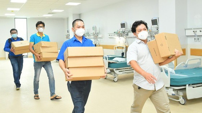 HCMC leaders visit newly opened Covid-19 Intensive Care Hospital ảnh 6