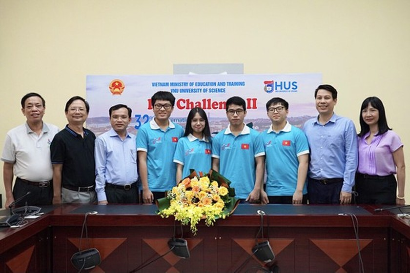 Ministry honors students with best academic performance at int'l Olympiads ảnh 2