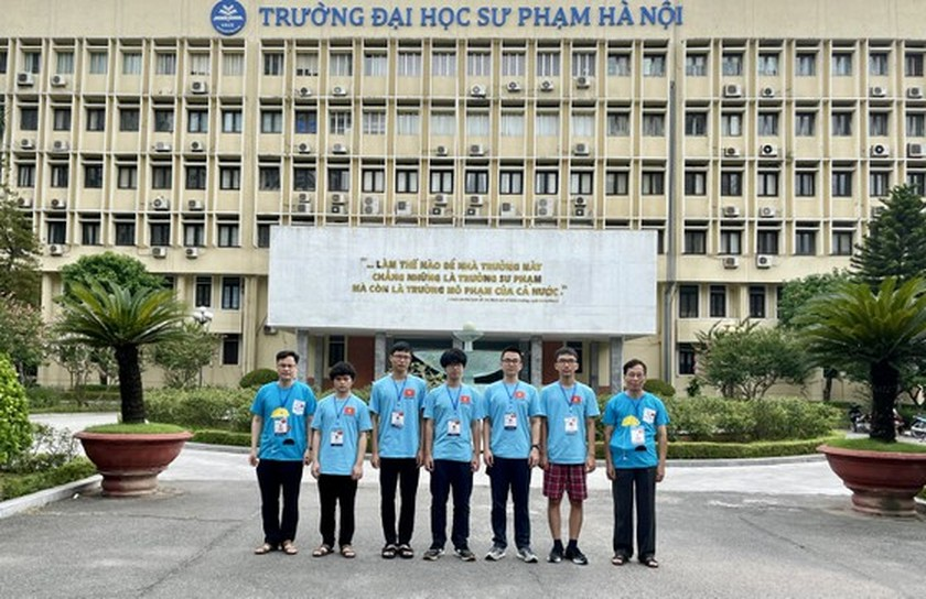 Ministry honors students with best academic performance at int'l Olympiads ảnh 4