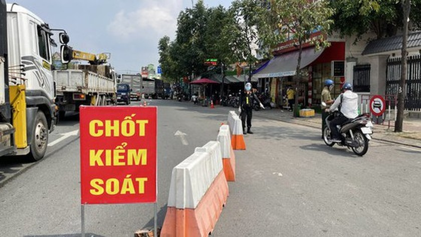 HCMC: cases of special necessity permitted to go out after 6pm ảnh 1