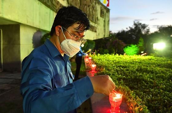 HCMC leaders extend gratitude to war martyrs ảnh 5