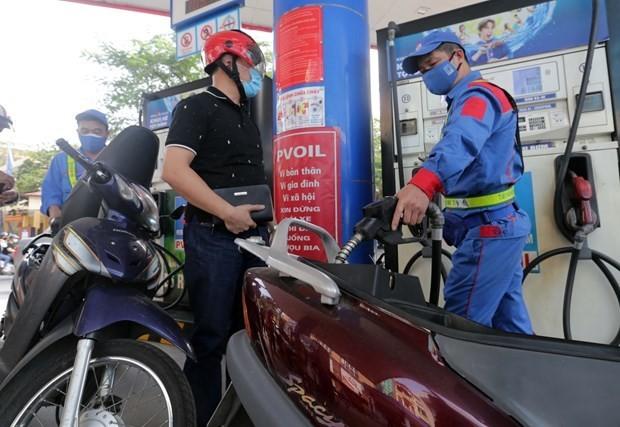 Petrol prices down slightly on July 27 ảnh 1