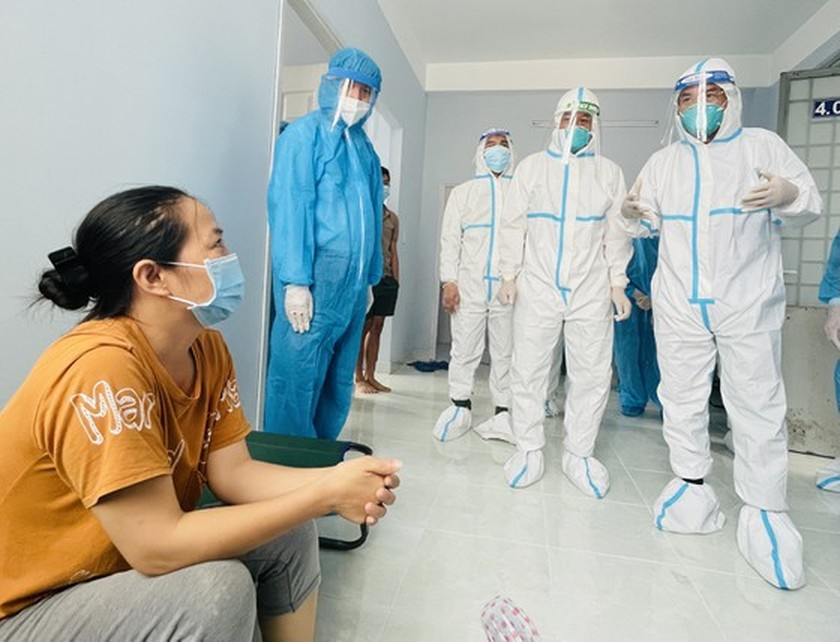 HCMC Party Chief visits confirmed Covid-19 cases in field hospital ảnh 3