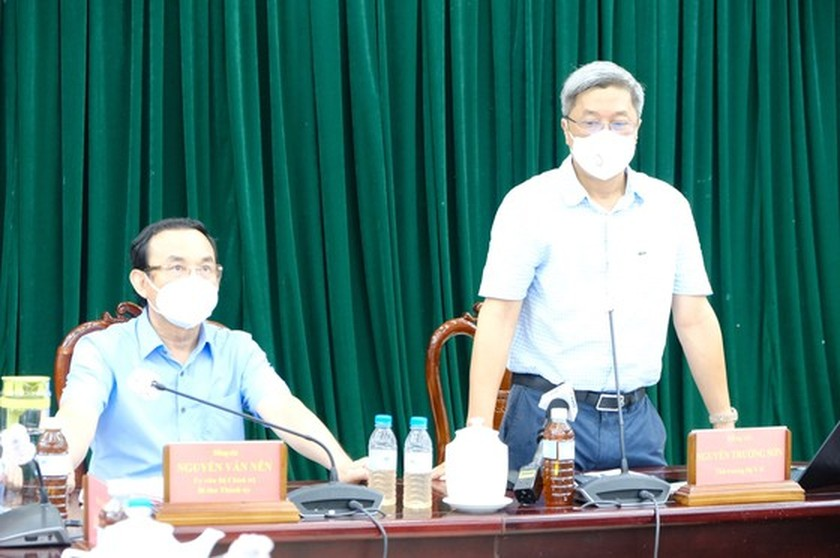 HCMC Party Chief visits confirmed Covid-19 cases in field hospital ảnh 8