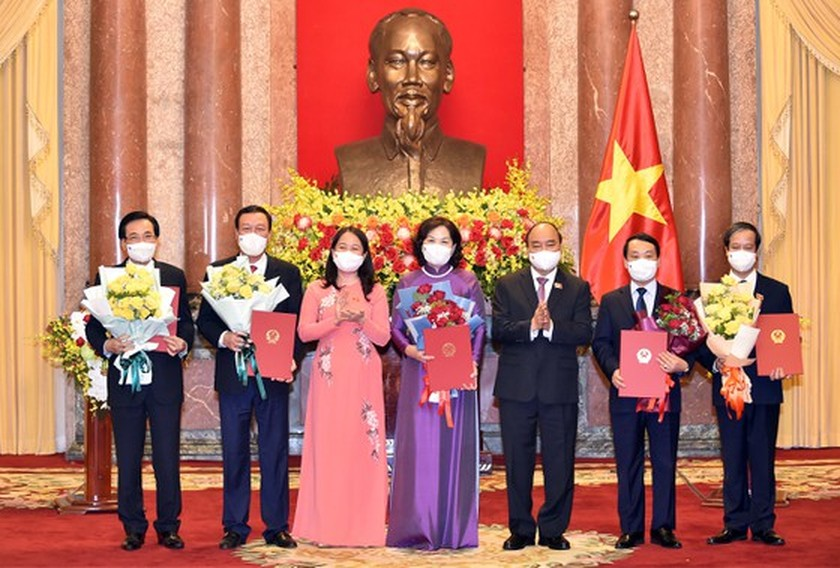 President hands over appointment decisions to members of new-term Government ảnh 3