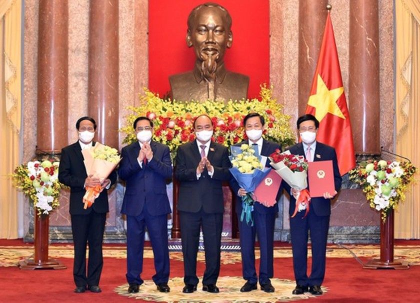 President hands over appointment decisions to members of new-term Government ảnh 2
