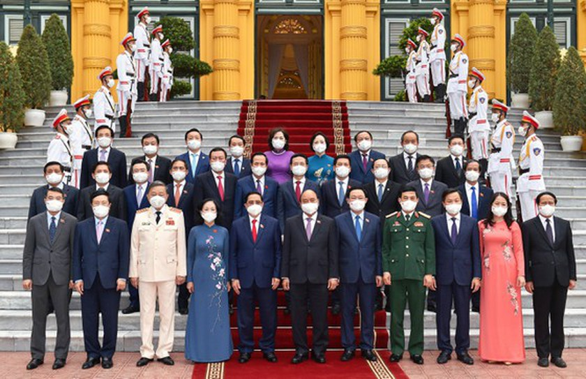 President hands over appointment decisions to members of new-term Government ảnh 1