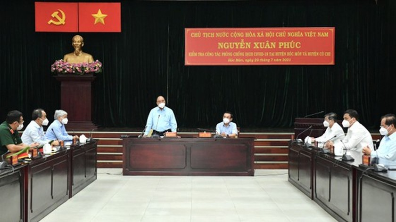 State President visits pandemic-stricken HCMC ảnh 1