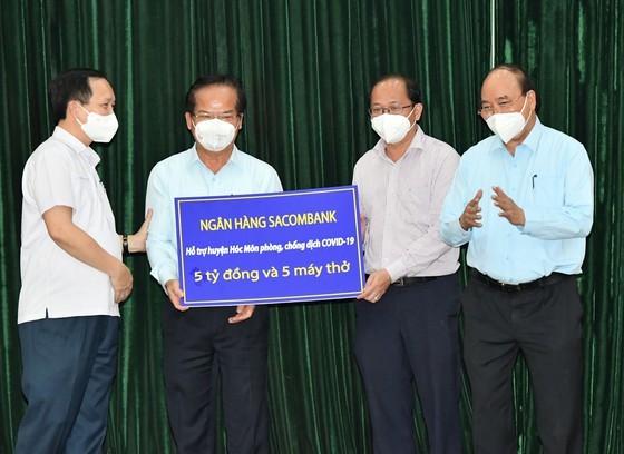 State President visits pandemic-stricken HCMC ảnh 3