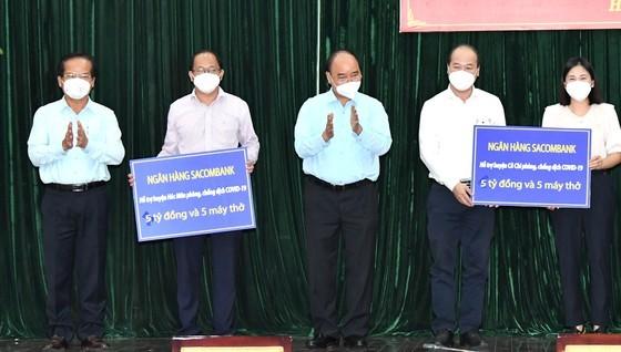 State President visits pandemic-stricken HCMC ảnh 4