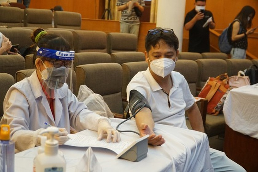 HCMC begins 6th phase of Covid-19 vaccination drive ảnh 2