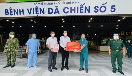 HCMC greatly appreciates frontline workers' dedication ảnh 1