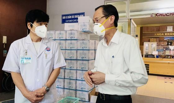 HCMC greatly appreciates frontline workers' dedication ảnh 2