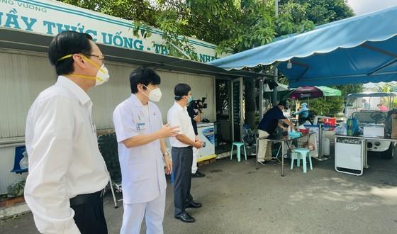 HCMC greatly appreciates frontline workers' dedication ảnh 4