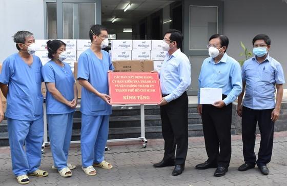 HCMC greatly appreciates frontline workers' dedication ảnh 8