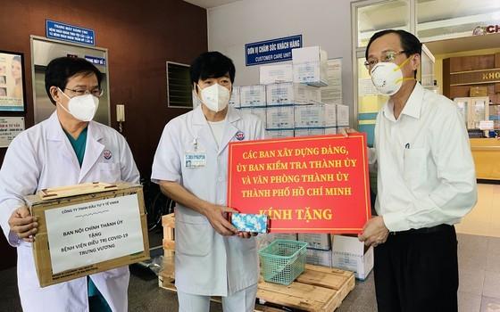 HCMC greatly appreciates frontline workers' dedication ảnh 3