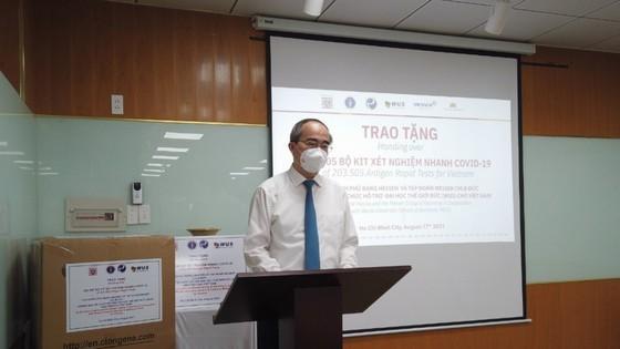 Bundesregierung, Unternehmen stellen Schnelltest-Kits für Covid-19 an HCMC, Binh Duong nh 2 . zur Verfügung