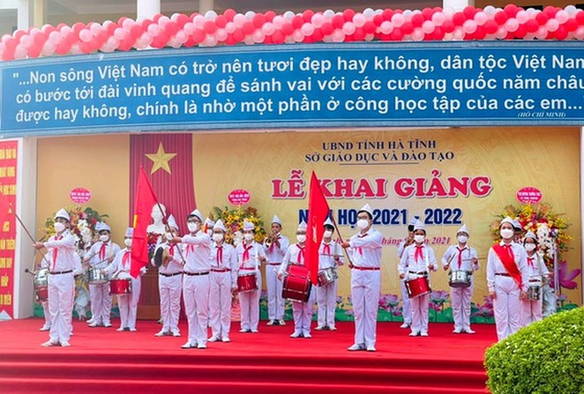 New academic year in full distance learning begins across country amid pandemic ảnh 12