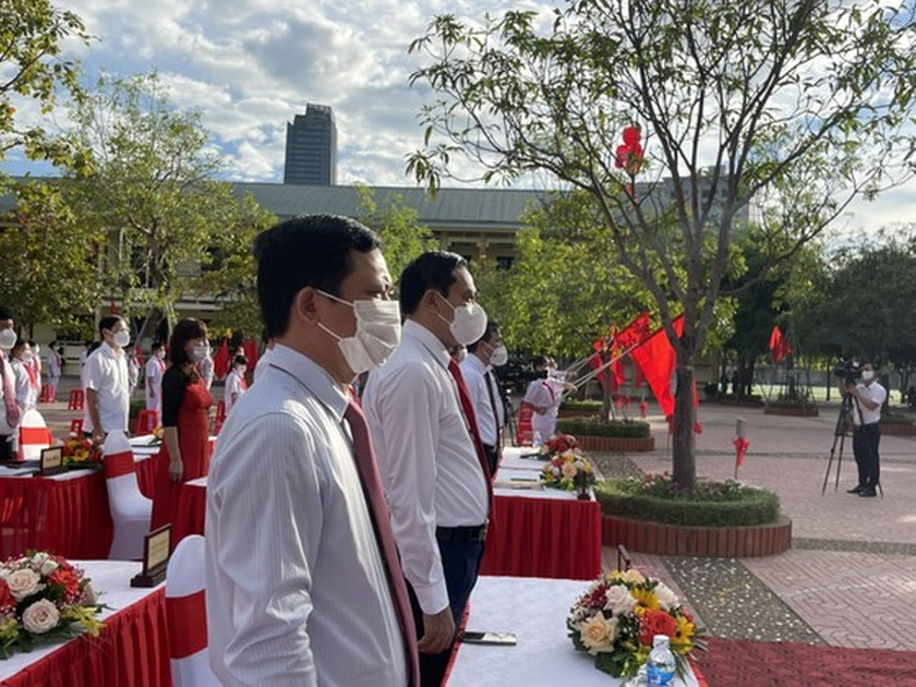 New academic year in full distance learning begins across country amid pandemic ảnh 13