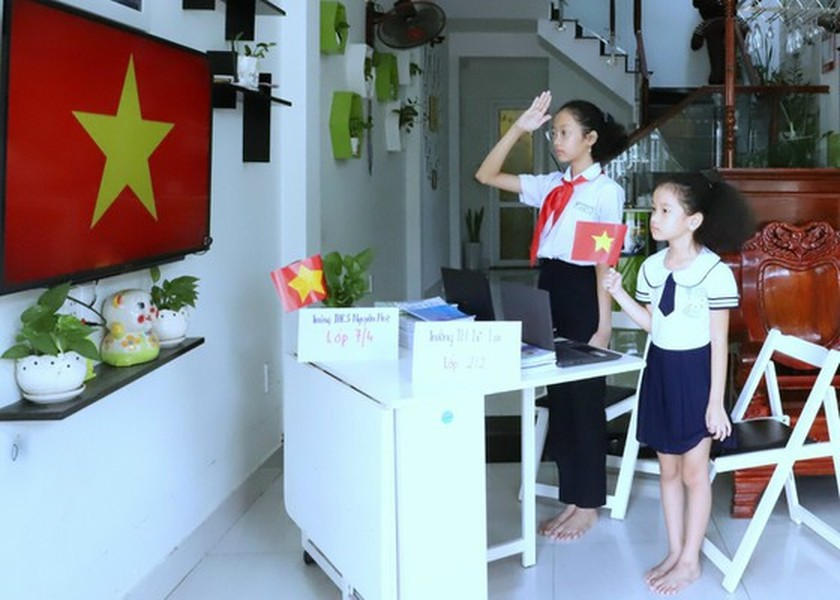 New academic year in full distance learning begins across country amid pandemic ảnh 17