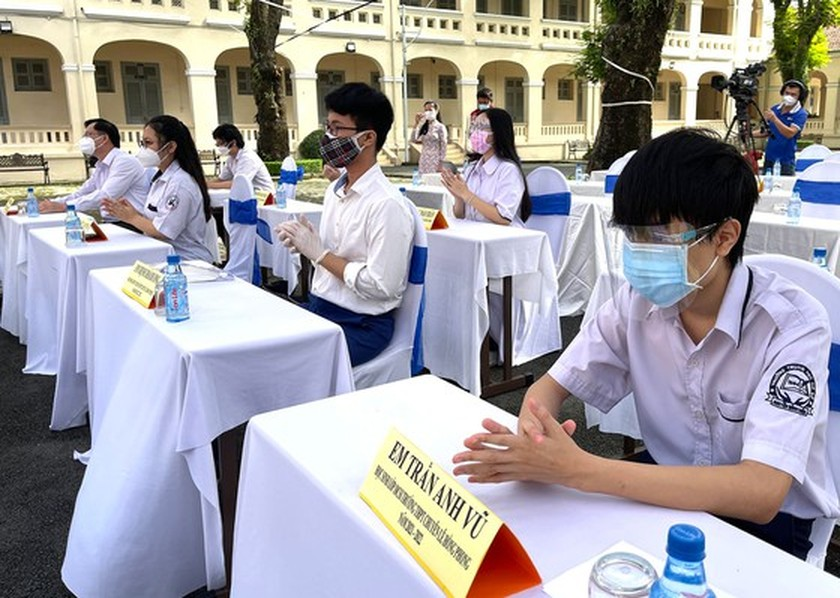 New academic year in full distance learning begins across country amid pandemic ảnh 3