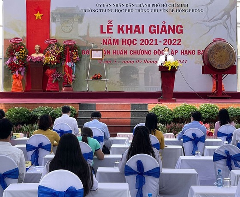 New academic year in full distance learning begins across country amid pandemic ảnh 4