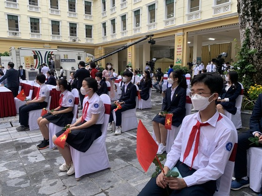 New academic year in full distance learning begins across country amid pandemic ảnh 8