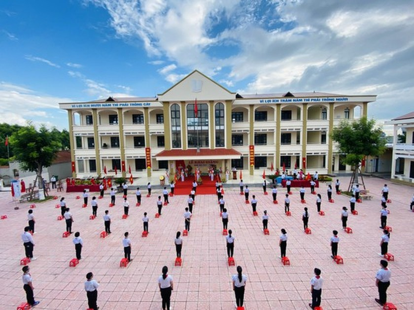 New academic year in full distance learning begins across country amid pandemic ảnh 9