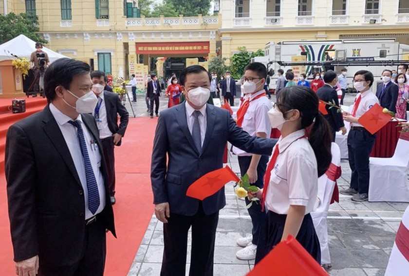 New academic year in full distance learning begins across country amid pandemic ảnh 10