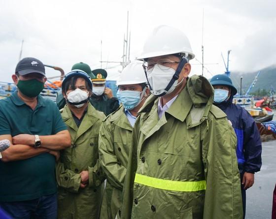 Central region takes preventive measures for Typhon Conson, Covid-19 outbreak ảnh 14