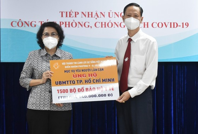 Organizations, businesses donate to HCMC for Covid-19 fight ảnh 3