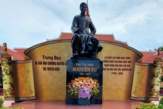 Ha Tinh commemorates 201st anniversary of great poet Nguyen Du's death ảnh 1