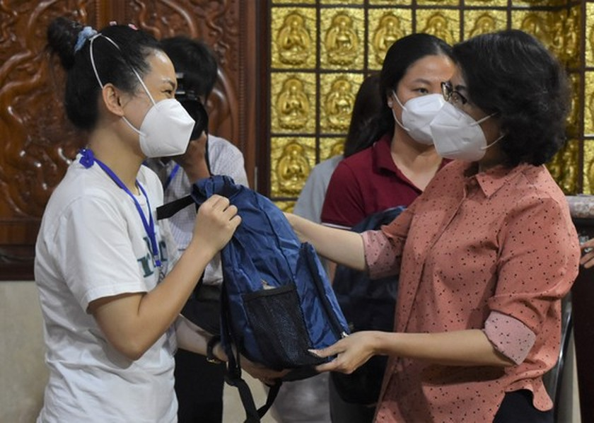 More religious volunteers join hands to help HCMC to fight pandemic ảnh 2