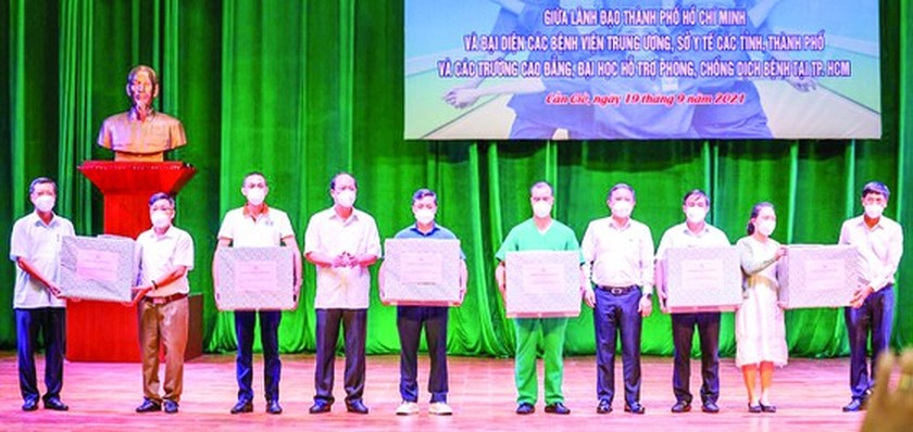 HCMC offers experimental tour visiting Can Gio, Cu Chi to frontline force ảnh 3