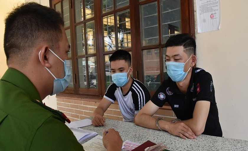 Quang Nam Police arrests six people in loan shark ring ảnh 1