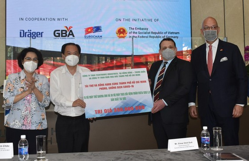 HCMC receives Covid-19 medical equipment from German companies ảnh 2