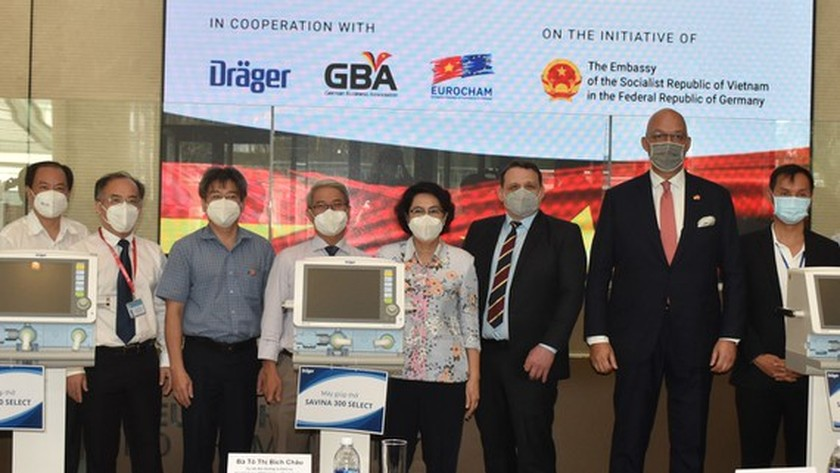 HCMC receives Covid-19 medical equipment from German companies ảnh 1