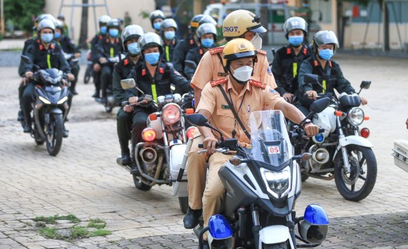 HCMC police launch campaign against criminals after restriction ease ảnh 7