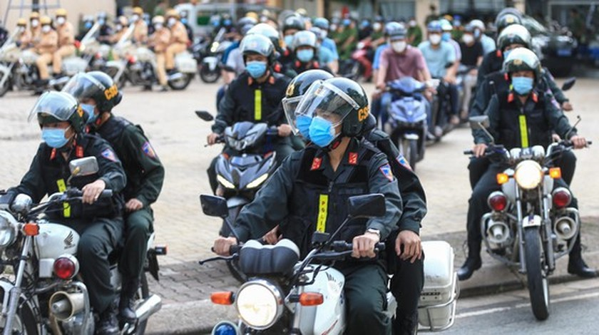 HCMC police launch campaign against criminals after restriction ease ảnh 8