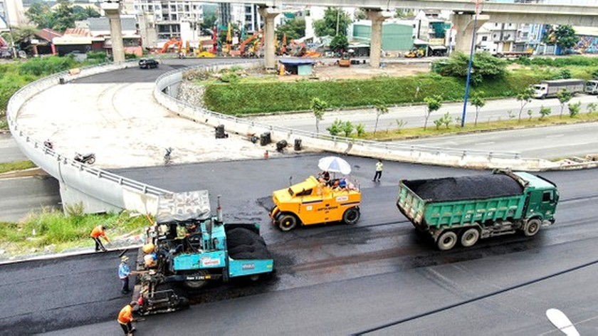 HCMC reimplements key projects after easing lockdown measures ảnh 2