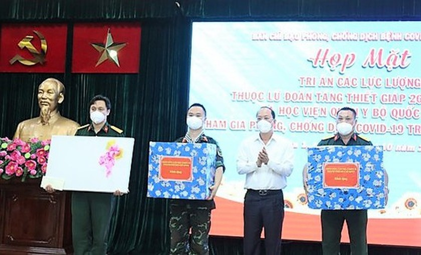 HCMC's District 1 lauds soldiers in frontline of Covid-19 fight ảnh 2