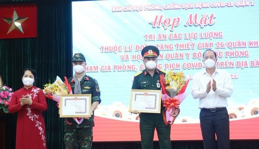 HCMC's District 1 lauds soldiers in frontline of Covid-19 fight ảnh 3