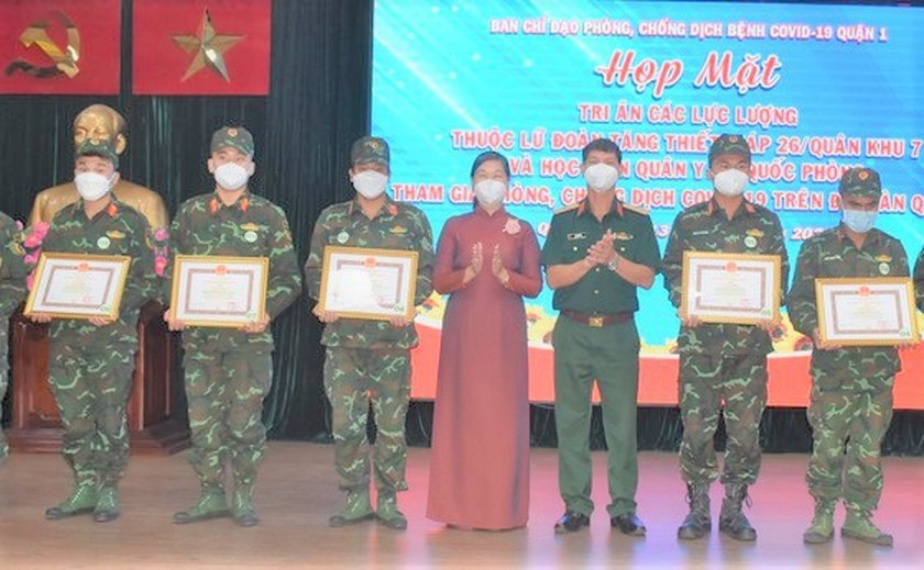 HCMC's District 1 lauds soldiers in frontline of Covid-19 fight ảnh 4