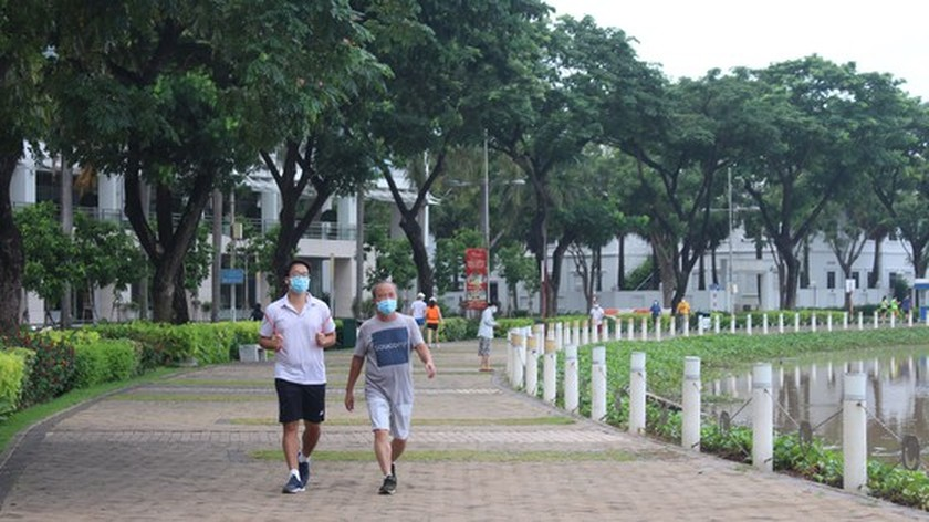Safe return to normal life in HCMC ảnh 2